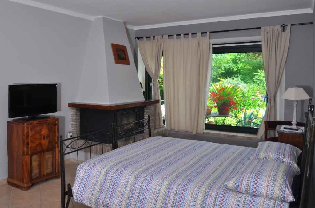 Camera matrimoniale vista giardino - Glicine - Borgo Antico